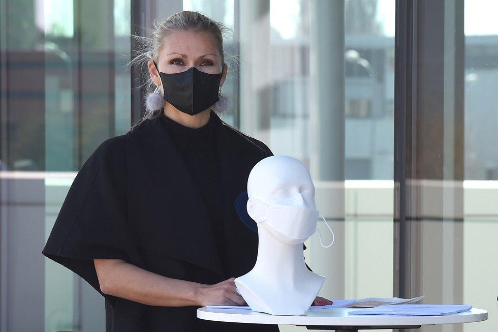 Ani další firmy nezahálejí. Slavnostní předání nájemní smlouvy a prohlídka výrobní haly v Brně, kde bude firma Respilon vyrábět ústenky a respirátory. Ze dne 8.4.2020
