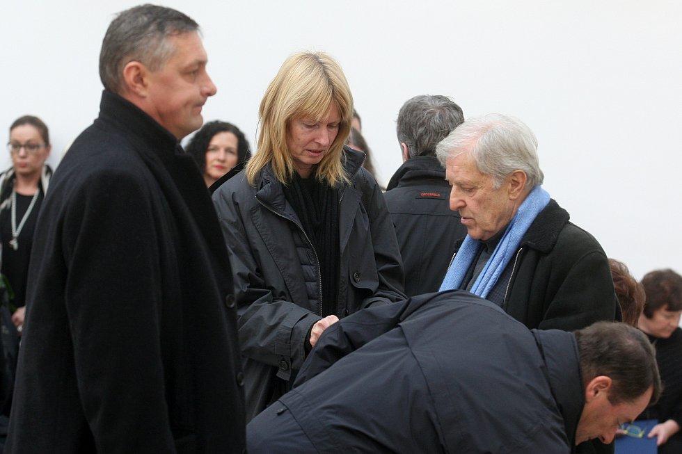 Pohřeb tenistky Jany Novotné na Ústředním hřbitově v Brně. Na snímku Helena Suková a Jan Kodeš.