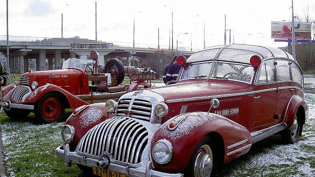 Dobrovolní hasiči z Brna Komína jsou hrdí na svoje historické i moderní hasičské auta.