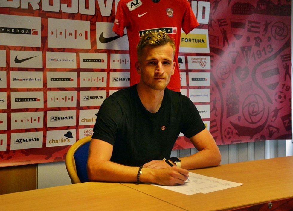 Útočník Jan Pázler podepsal se Zbrojovkou roční smlouvu s opcí.