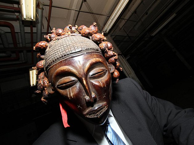 Autorskou hru Maska od Pavla Strašáka uvádí Divadlo Odjinud.