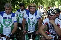 V brněnských Bosonohách se v neděli sešla řada osobností i obyčejných fanoušků cyklistiky, aby uctili legendárního brněnského závodníka Miloše Hrazdíru, od jehož úmrtí letos uplynulo dvacet let.