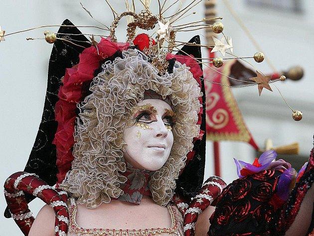 Festival Divadelní svět zakončila Slavnost masek, které se zúčastnila všechna brněnská divadla.