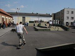 Nový skatepark nedaleko Nových Sadů.