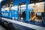 První cestující se ve čtvrtek odpoledne poprvé svezli novým elektrickým vlakem InterPanter na trase R 19 z Brna do Prahy. Z brněnského hlavního nádraží nový vlak vyjel v 15:22.