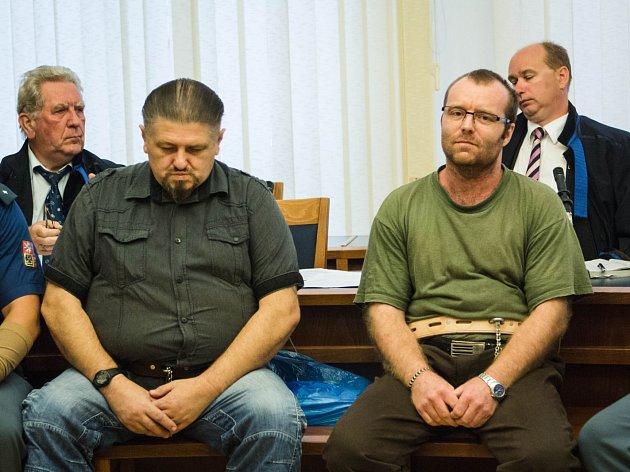 Měli vraždit v JZD. Vinu popírají. Hrozí jim až 20 let vězení.