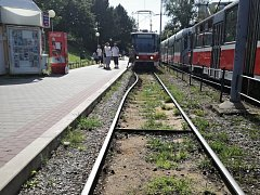 Zkroucené tramvajové koleje v Brně. Mohly za to vysoké teploty.