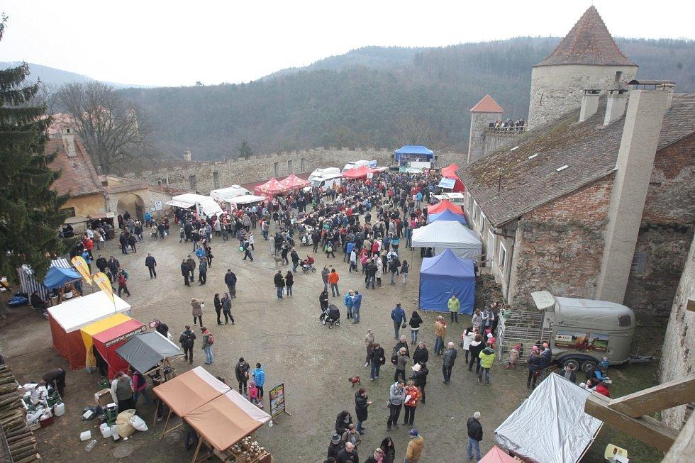 Slavnosti moravského uzeného na hradě Veveří.
