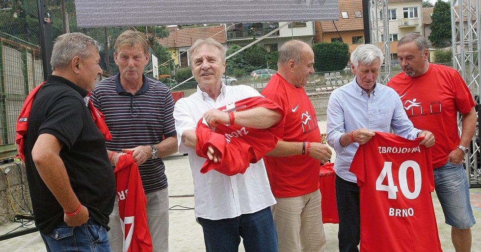 Zleva Karel Kroupa, Josef Hron, Ladislav Petráš, Jan Klimeš, Jozef Adamec a Došek.