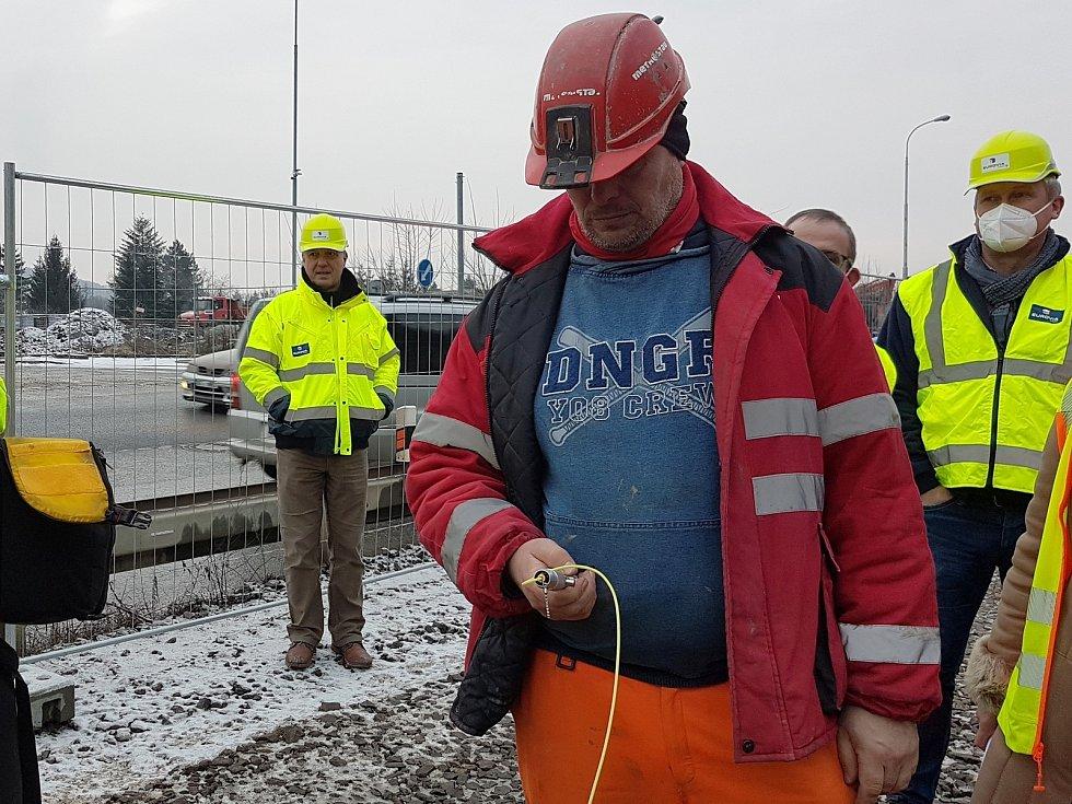 Zkušební odstřel na stavbě velkého městského okruhu v ulici Žabovřeská.
