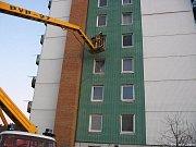 Do zavřených bytů je často možný přístup jen díky požární plošině.