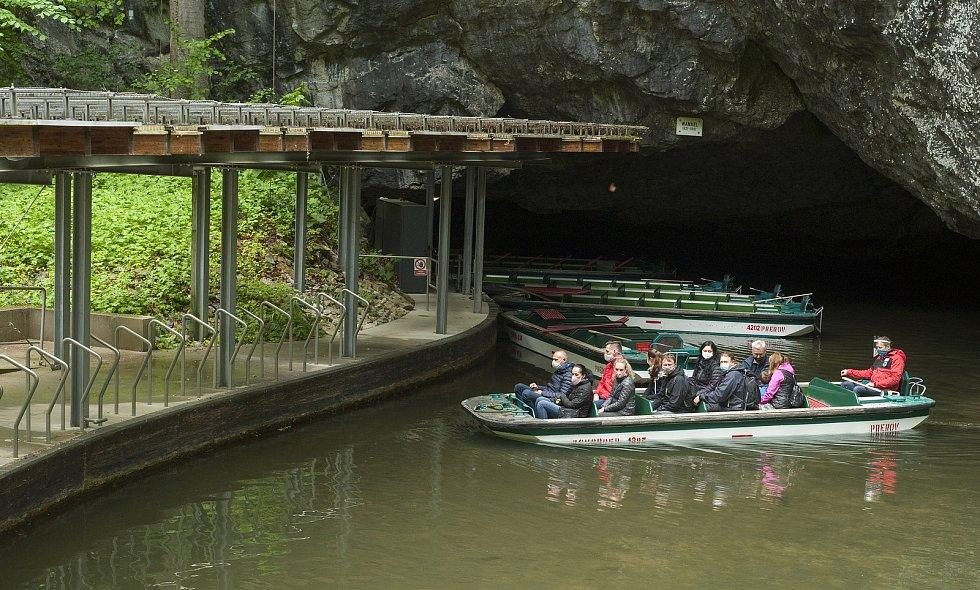 Otevírají i Punkevní jeskyně, návštěvníci ale musejí dodržovat přísná hygienická opatření.