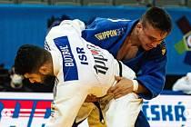Judista Daniel Pochop (v modrém) se při své premiéře na mistrovství Evropy dostal do druhého kola.