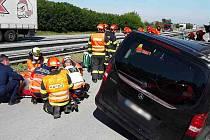 Úterní nehoda na dálnici D2. Dodávka narazila do kamionu.