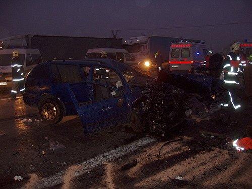 Nehoda na dálnici D1: mrtvá žena a tři zranění