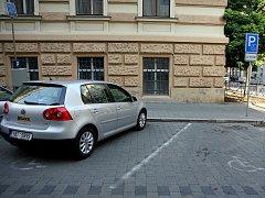 Řidiči zneužívají místa vyhrazená invalidům.