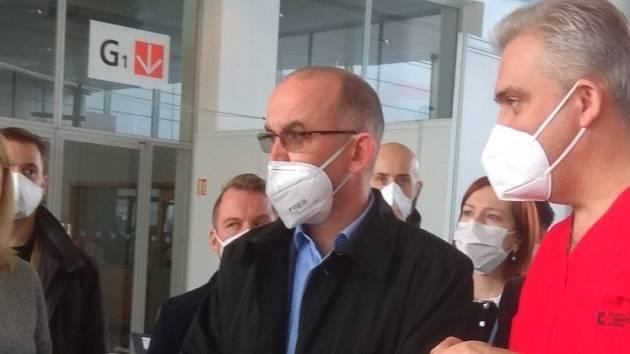 Premiér Babiš a ministr Blatný v Brně: přišli do očkovacího centra na výstavišti
