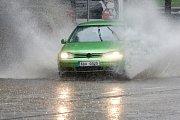 Prudký déšť zkomplikoval ve čtvrtek dopravu v Brně