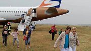 V bulharském černomořském středisku Burgas sjelo v úterý po přistání z dráhy letadlo české společnosti Travel Service. Přiletělo z Brna.
