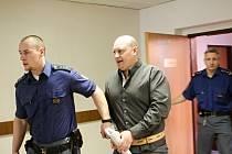 S nápadem prodávat efedrin přišel podle soudu Dominik Jindra, který dostal devět a půl roku vězení se zvýšenou ostrahou.