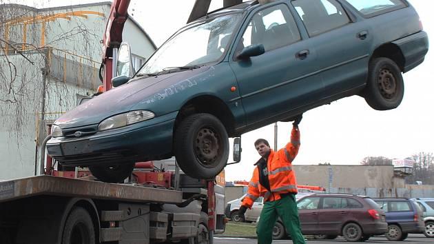 Řešení odtahů aut v Brně se odkládá