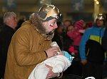 Ledecká potěšila dalším zlatem, hokejisty ženou za bronzem stovky fanoušků