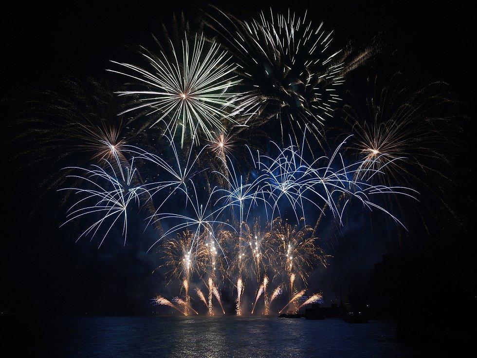 S třetím soutěžním oňostrojem festivalu Ignis Brunensis na Brněnské přehradě se představila Francie.