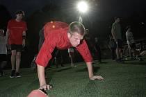 Redaktor Deníku Rovnost Michal Čejka (v červeném) se zúčastnil náboru a tréninku brněnského celku amerického fotbalu Alligators.