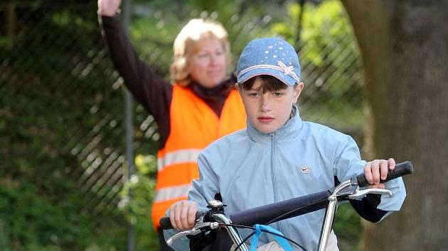 Bezpečnostní závod pro děti na dopravním hřišti v Kuřimi.
