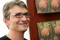 Jan Svěrák podepisoval knihu Kuky se vrací.