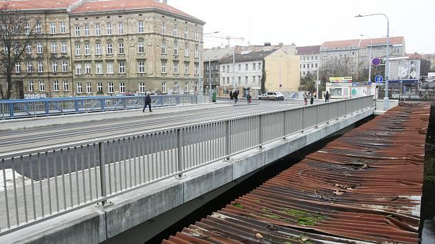 Otevřený Zábrdovický most dopravě pomohl, chválí řidiči v Brně