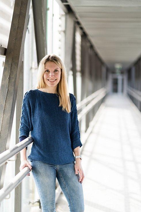 Nehoda vymazala 24 let vzpomínek a vědomostí. Studia na univerzitě ale Dominika Weyrová nechat nechtěla.