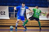 David Cupák (v modrém) kvůli zdravotním problémům vynechal úvodní zápas první ligy v Plzni, v pondělí už do duelu s Českými Budějovicemi zasáhne.