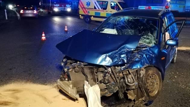 Pětici raněných rozvezli v pátek večer jihomoravští záchranáři do brněnských nemocnic po nehodě dvou osobních aut nedaleko obce Sentice na Brněnsku. Silnice mezi Hradčany a Čebínem zůstala kvůli srážce přes dvě hodiny uzavřena.