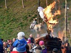 Brňané v Líšni v parku pod zastávkou Masarova v neděli slavnostně zahnali zimu.