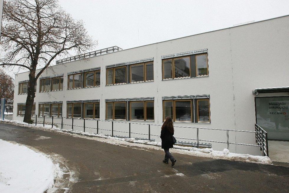 Masarykův onkologický ústav slavnostně v pátek otevřel další pavilon. Sloužit bude výzkumu.