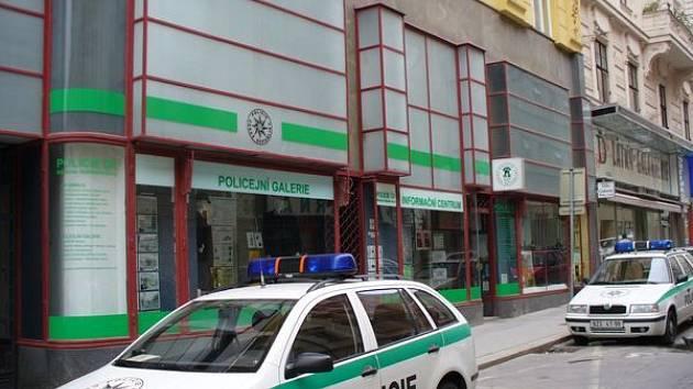 Policejní služebna v Běhounské ulici.