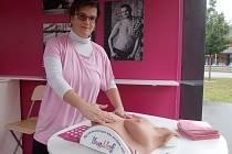 Před univerzitním kampusem v brněnských Bohunicích začala kampaň Ostře sledovaná prsa, která má za cíl zlepšit znalosti o rakovině prsu.