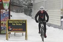 Brno zasypal sníh. Silničáři jsou od pondělí v terénu..