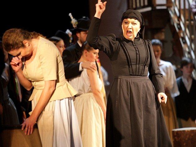 Přední česká sopranistka Eva Urbanová se v Brně představila jako Kostelnička v opeře Leoše Janáčka Její pastorkyňa.
