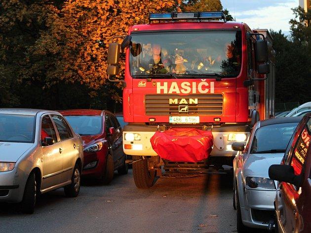 Hasiči často nemohou projet s hasičskými vozy brněnskými ulicemi kvůli neukázněnosti řidičů. Foto: Deník/Lenka Jebáčková