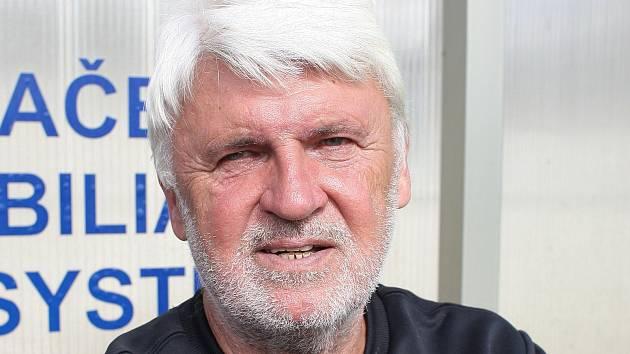 Trenér Karel Jarůšek.