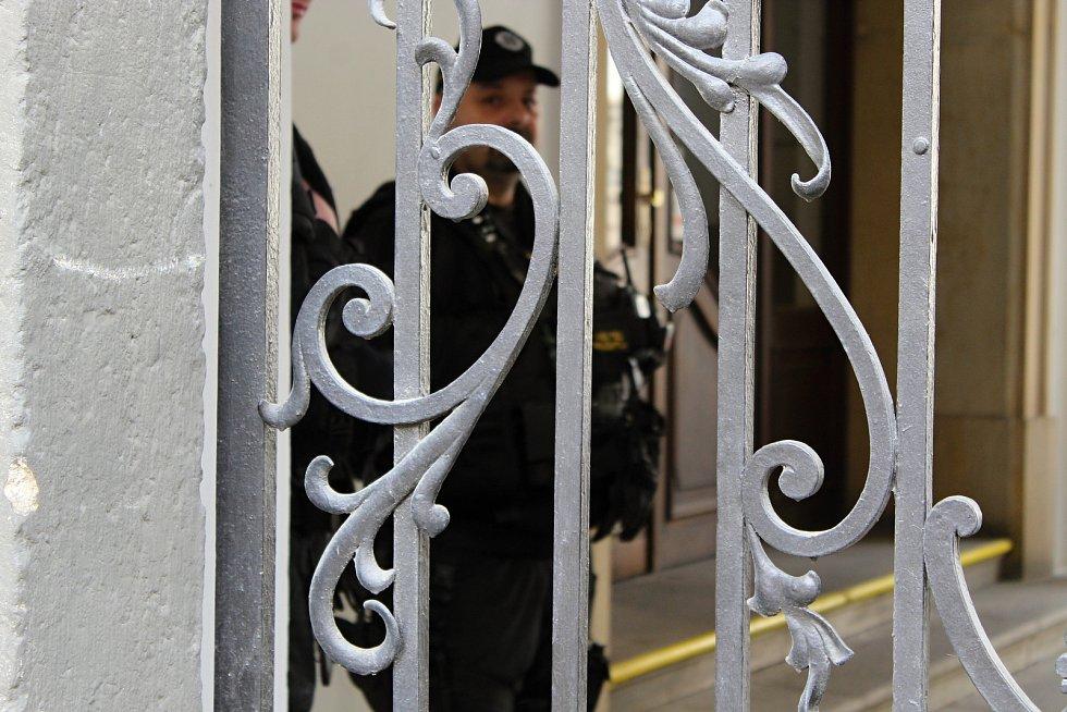 Policisté z Národní centrály proti organizovanému zločinu zasahují znovu na radnici Brna-středu. Snímek z roku 2019.