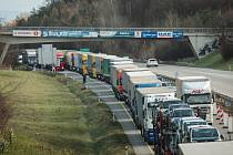 Nehoda uzavřela dálnici D1 u Brna.