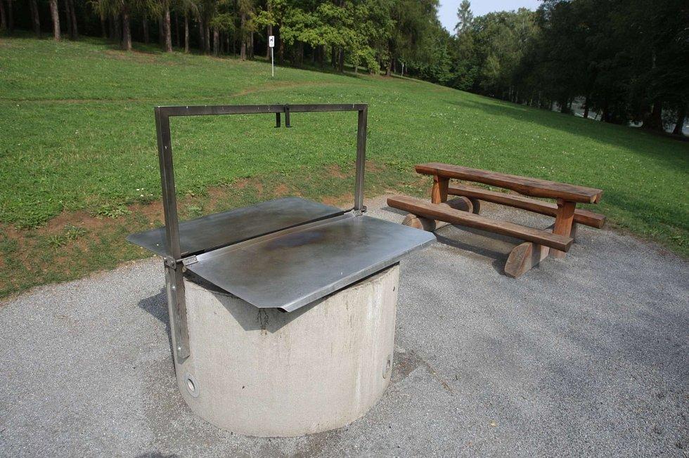 Grillpoint. Místo ke grilování na Brněnské přehradě.