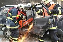Dobrovolní hasiči ze stanice v Obřanech uspořádali pro školáky ukázku zásahu.