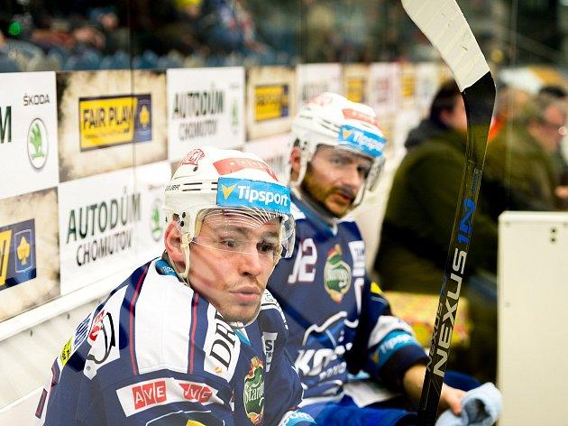 Útočník hokejové Komety Jan Káňa (v popředí).