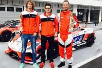 Brněnská lamborghini si podmanila závodní okruh, na kterém se pravidelně při Velké ceně Maďarska prohánějí monoposty formule 1. Na Hungaroringu vybojovaly vozy brněnského týmu Mičánek Motorsport dvě pódiová umístění ve třetím pokračování Carbonia Cupu.