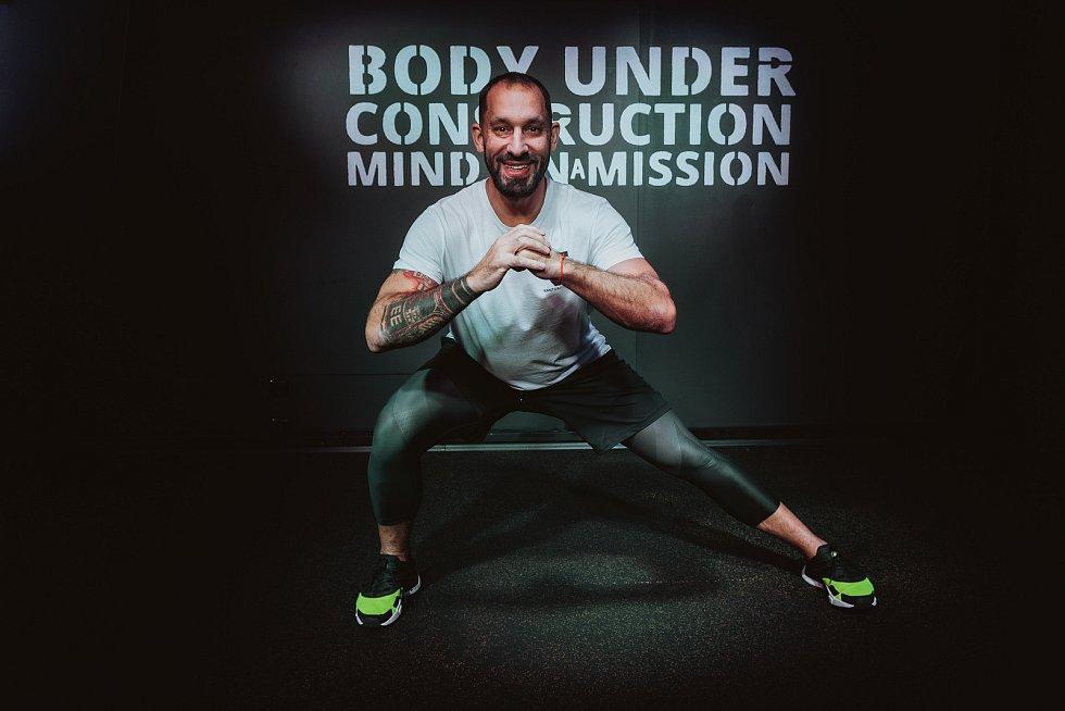 Bývalý obránce brněnské Komety Robert Kántor práci v zavřených fitness centrech nevzdává. S kolegy natáčí online videa. Foto: Radek Němčanský