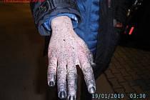 Sprejera usvědčila špinavá ruka.